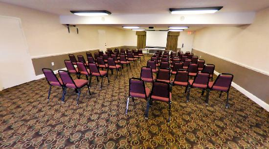 Bluegrass Extended Stay Hotel: Banquet Room