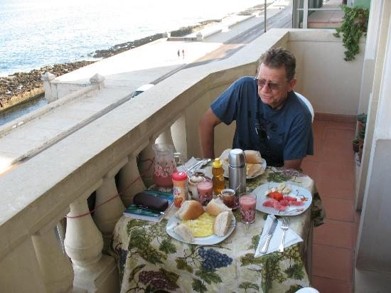 CasaMary y Ever: breakfast on the balcony overlooking the malecon