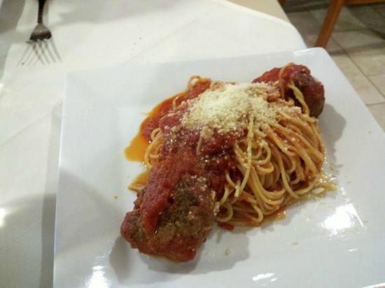 Piccolo Mondo : Spaghetti w/ Meatballs