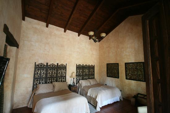 Hotel Cirilo: Room 4 interior