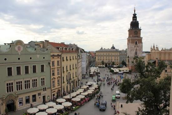 Venetian House Aparthotel: This is the view of Rynek Glowny from our room!!