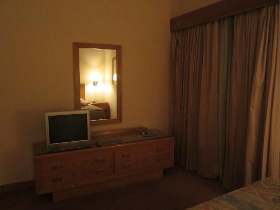 Movenpick Nabatean Castle Hotel: very porno 60's!