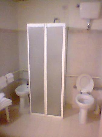 Bagno con box doccia senza piatto picture of delle nazioni hotel florence tripadvisor - Box doccia senza piatto ...