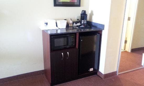Comfort Suites East: The fridge and microwave in my room
