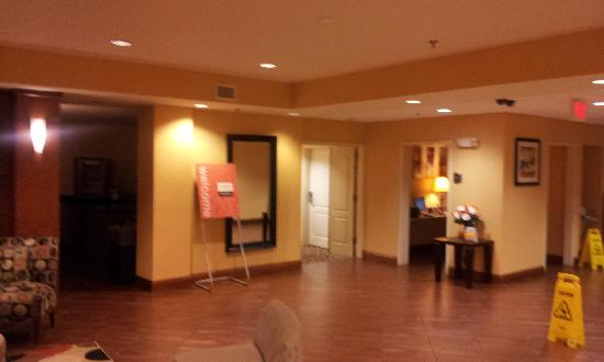 Comfort Suites East: lobby area