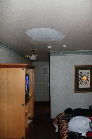 Hotel Elan: Poor patch job on ceiling