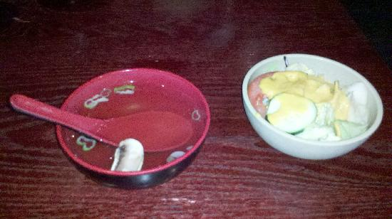 Fujiyama Steakhouse Sushi Bar: clear soup and salad