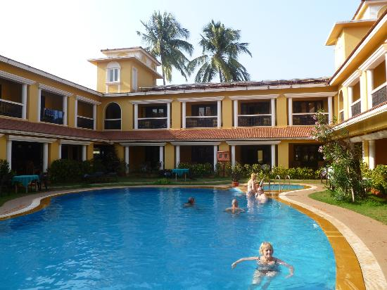 Casa De Goa Boutique Resort: Beautiful sparkling pool