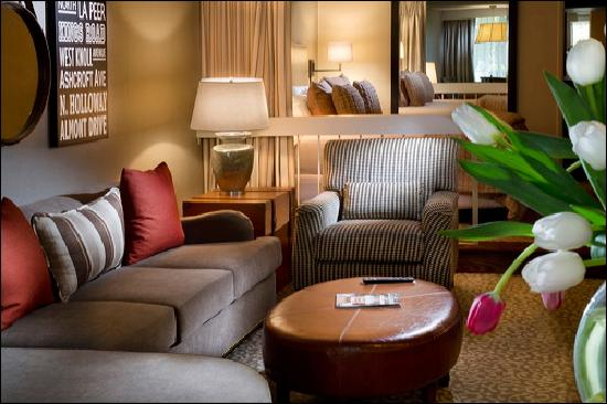 Le Parc Suite Hotel: Our Newly Renovated King Suite