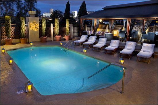 لو بارك سويت هوتل: Rooftop Sky Deck Pool