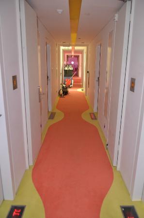 سميراميس هوتل: 3rd floor hallway
