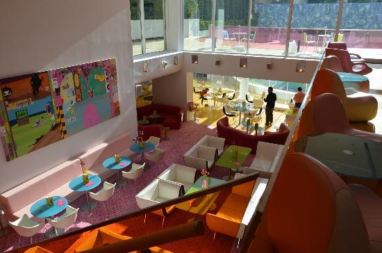 Semiramis: breakfast area / restaurant viewed from lobby
