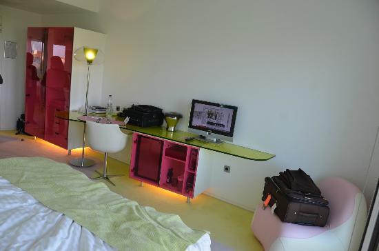 Semiramis: hotel room