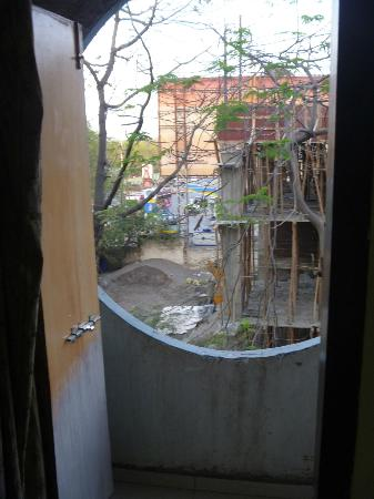 Hotel Raviraj: You don't have to jump to your death, more a quick step over really