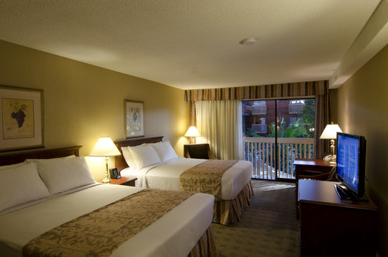 Vernon Atrium Hotel and Conference Centre: Standard Inside Facing Guest Room