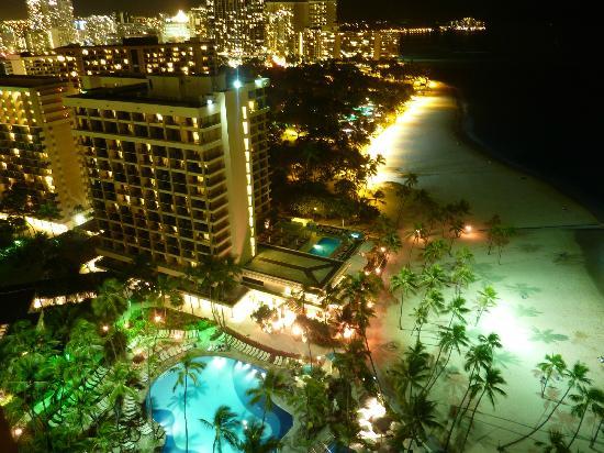 Hilton Hawaiian Village Waikiki Beach Resort: Night time from Rainbow 24th floor
