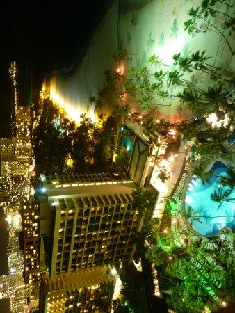 Hilton Hawaiian Village Waikiki Beach Resort : Night time from Rainbow 24th floor