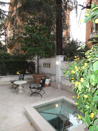 Hotel Lord Byron: Our shared patio