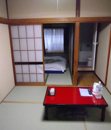 Ryokan Katsutaro: Camera doppia con bagno i camera