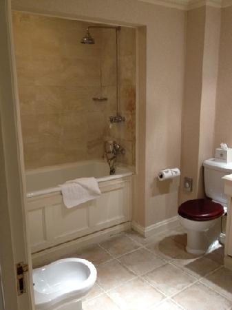 Brocket Hall: bathroom