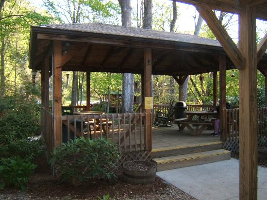 Jonathan Creek Inn and Villas: Gazebo Area