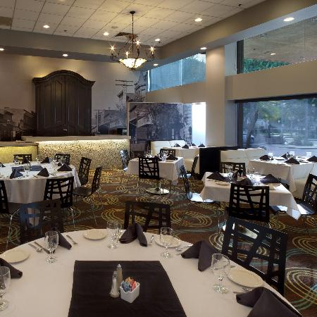 Radisson Hotel Whittier: Sophia's Restaurant at the Radisson