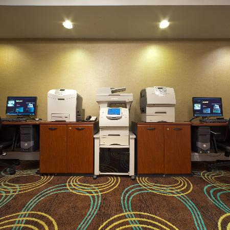 Radisson Hotel Whittier: Business Center