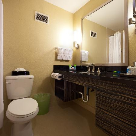 Radisson Hotel Whittier: RENOVATED BATHROOMS COMING SOON!