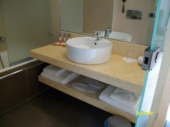 Limneon Resort & Spa: Μπάνιο.