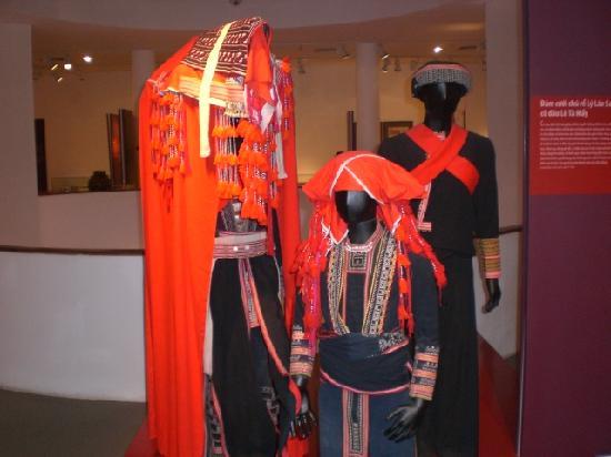 Musée des femmes du Viêt Nam : Hill tribe wedding outfits