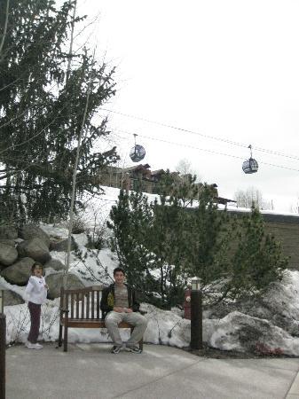 The Enclave: Vista de la gondola desde el hotel