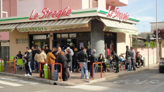Nettuno, Italy: vista fronte strada