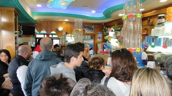 Nettuno, Italy: interno gelateria