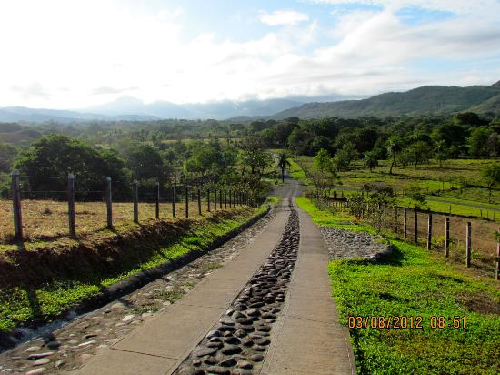 Rancho de Caldera Eco-Resort & Hotel: the long drive down the mountain