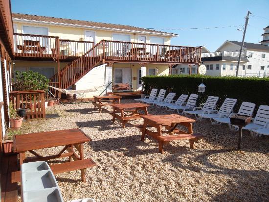 The Ocean Resort Inn: Courtyard