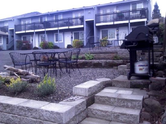 Hood River Suites & Extended Stay Apartments: Front-9 Units