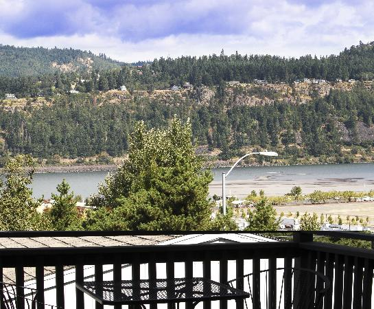 Hood River Suites: Decks