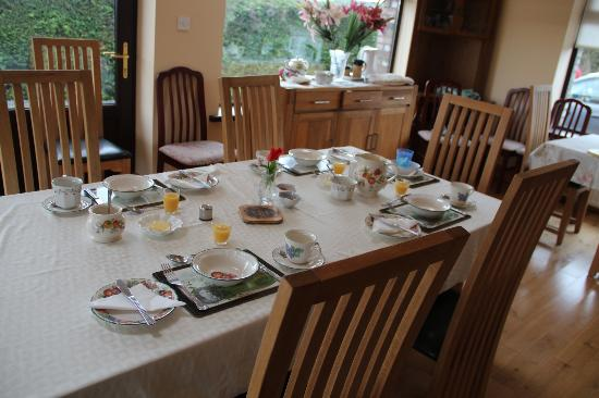 Glenraha Farmhouse B&B: Ready for breakfast!