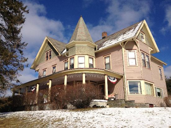 Margaretville Mountain Inn : Beautiful, sunny morning after the snow