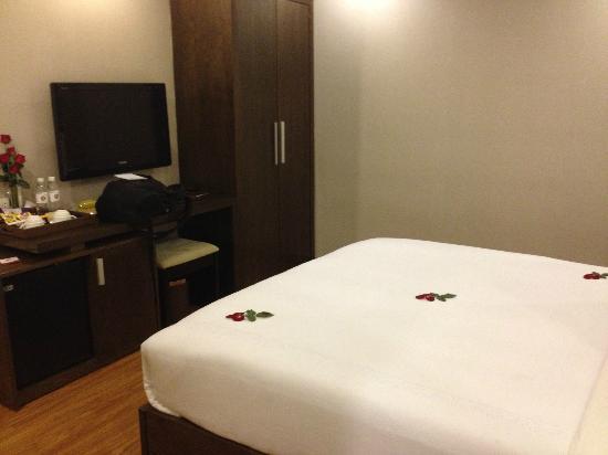 Rising Dragon Palace Hotel: A small TV
