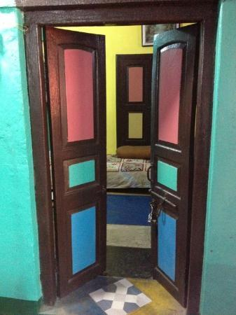 Monu Family Paying Guest House: Landing into Bedroom