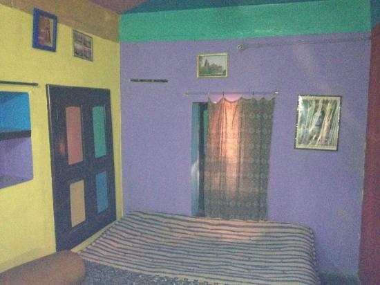 Monu Family Paying Guest House: Big double bed