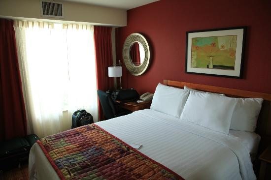 Residence Inn San Diego Rancho Bernardo/Scripps Poway: Bedroom with desk