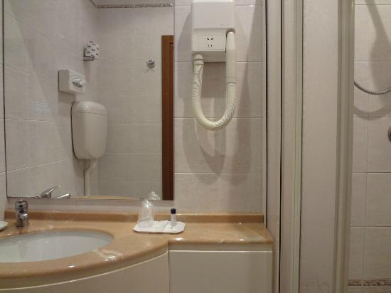 Novo Hotel Rossi: バスルーム