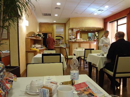Novo Hotel Rossi: 朝食