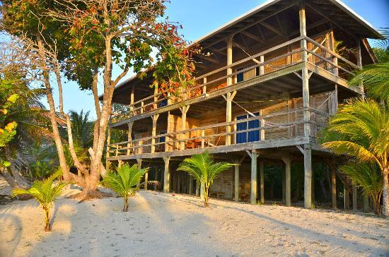 Deep Blue Resort Utila: view of rooms from beach