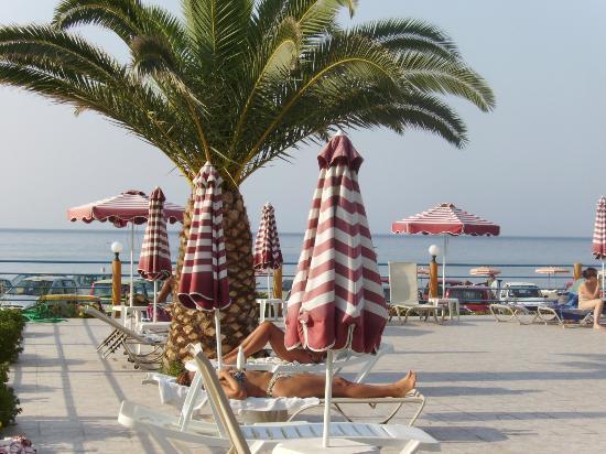 Hotel Kamari Beach: piscina hotel