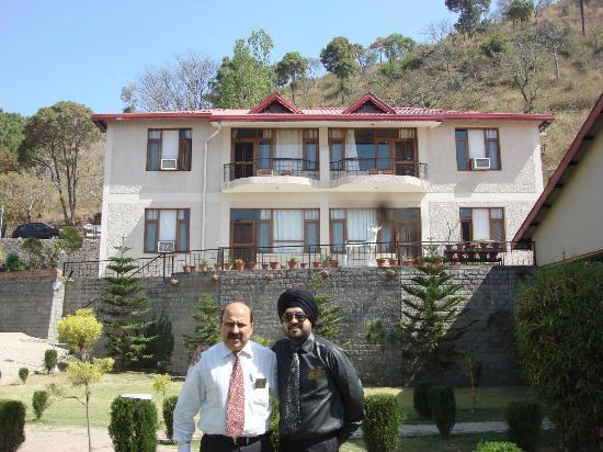 Surya Rock Rose Resort: Cottages at the Back