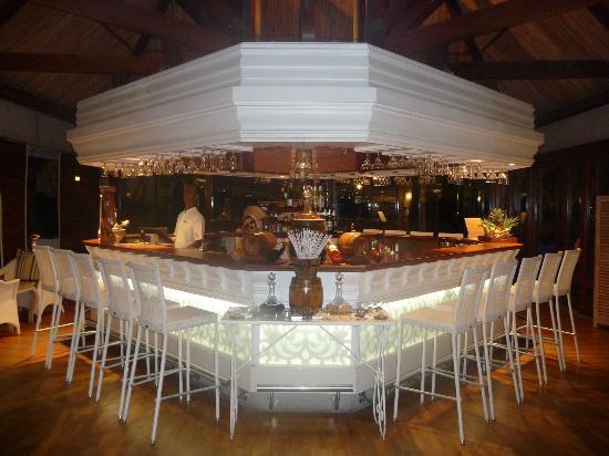 Le bar picture of veranda grand baie hotel spa grand - Veranda salon and spa ...