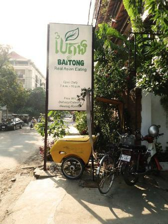 Baitong Restaurant: Easy to find
